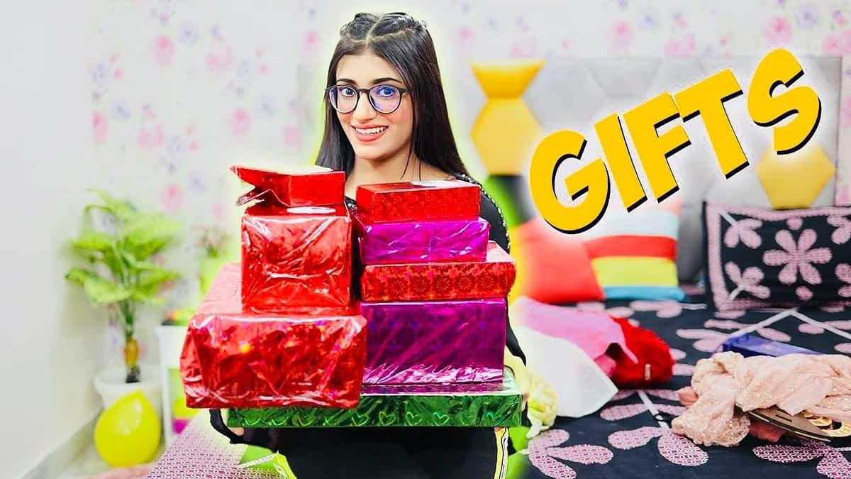 My Birthday GIFTS UNBOXING   Samreen Ali Vlogs